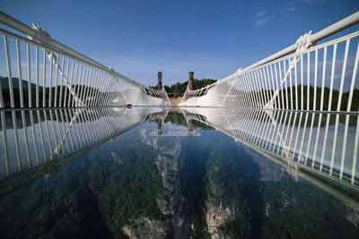 长沙出发到优德88中文官网玻璃桥云天渡、森林公园、凤凰古城往返四日游